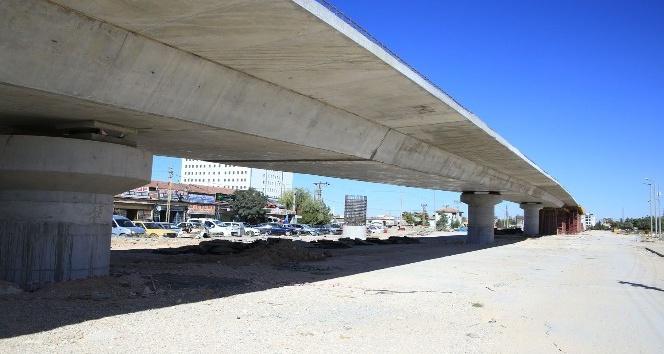 Karaman'da köprülü kavşak çalışmaları devam ediyor