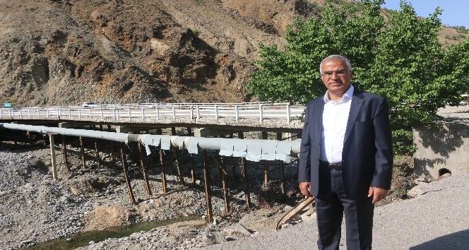 Bingöl'de selin yıktığı köprü yapılıyor