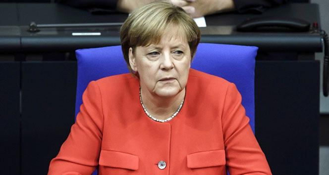 Merkel, Türkiye'ye silah satışının tamamen durdurulmasını reddetti