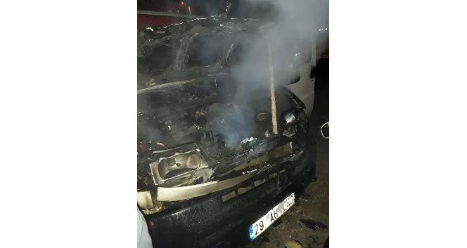 Elektrik kontağından çıkan yangın otomobil yaktı