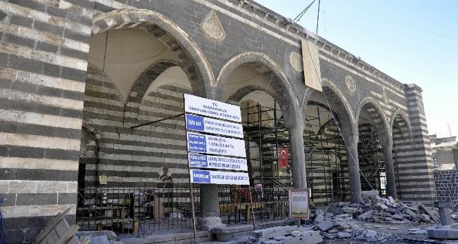 Parlı Sefa Cami ve medresesi restorasyonu devam ediyor