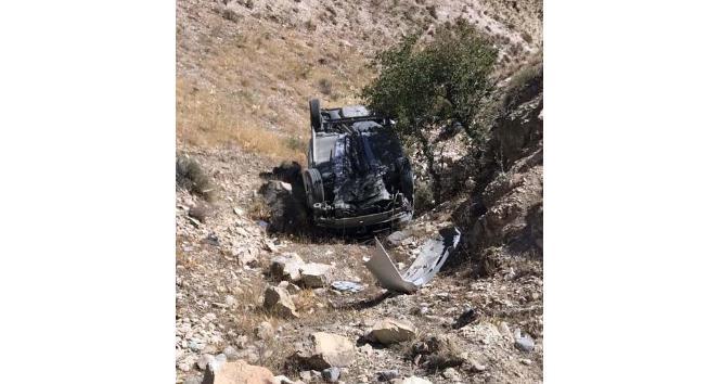Uçuruma yuvarlanan araçtaki dede öldü, torunu yara almadan kurtuldu