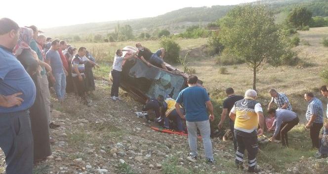 Yoldan çıkan otomobil tarlaya uçtu: 1 ölü, 3 yaralı