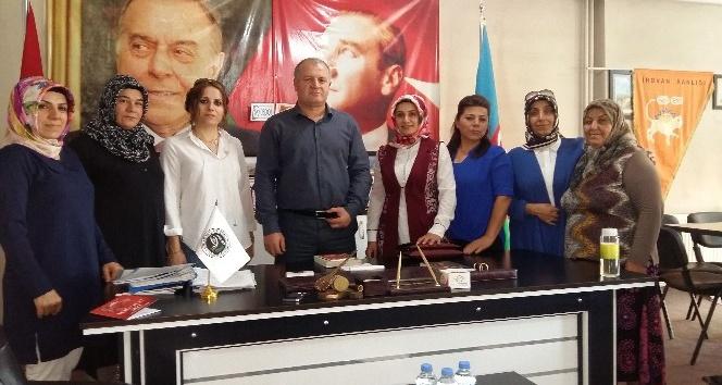 Ak Parti kadın kolları Asimder'i ziyaret etti