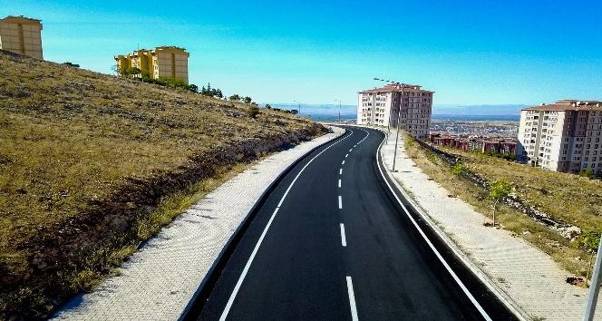 2 kilometrelik asfalt çalışmasında 6 bin ton malzemesi kullandı