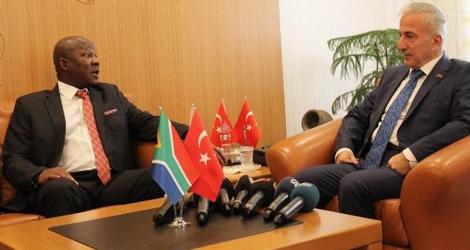 Güney Afrika Cumhuriyeti Büyükelçisi Vali Kamçı'yı ziyaret etti