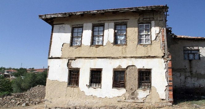 Yozgat'ta 2 asırlık konak zamana direniyor
