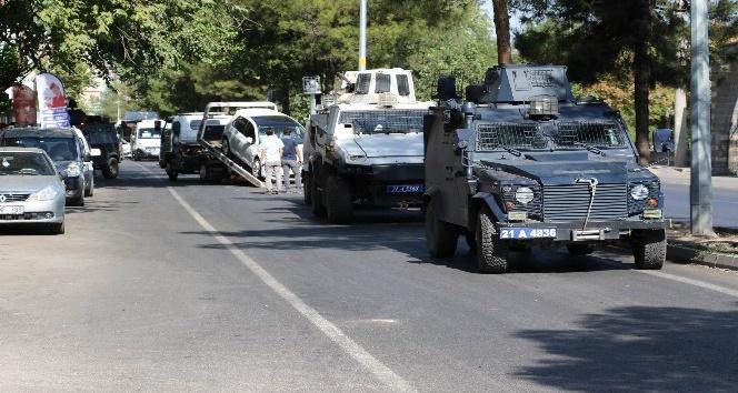 Polis zırhlı aracı sivil araçla çarpıştı