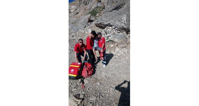 Sason'da üzerine kaya düşen çocuk yaralandı