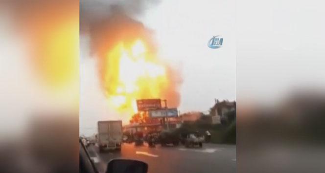 Akaryakıt istasyonunda tanker patladı