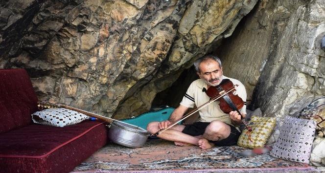 (Özel haber) 40 yıldır mağarada yaşıyor