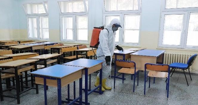 Talas'ta eğitim-öğretim öncesi ilaçlama yapıldı