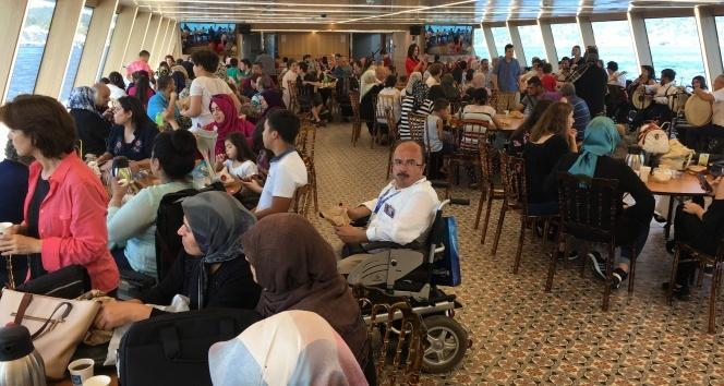 Üsküdar Belediyesinden engelli vatandaşlara boğaz turu