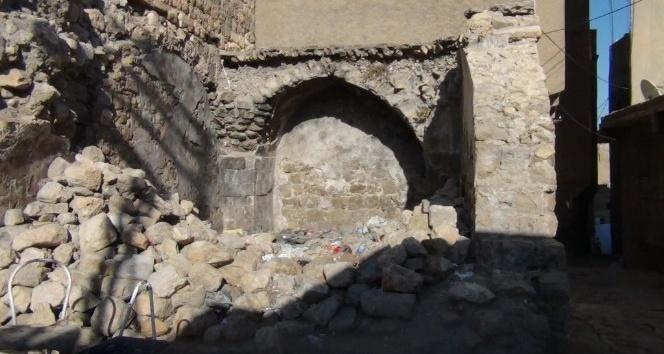 Mardin'de tarihi yapılar kaderine terk edildi