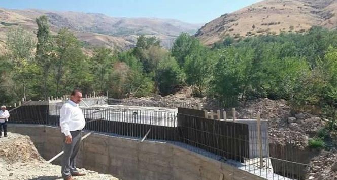 Yapımı süren köprü 11 mahalleyi birbirine bağlayacak
