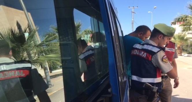 Araçların camlarını kırıp hırsızlık yapan şahıs yakalandı