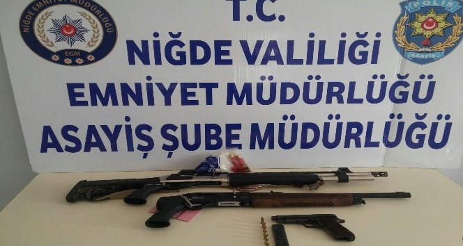 Polis'in şok uygulamasında 4 adet silah ele geçirildi