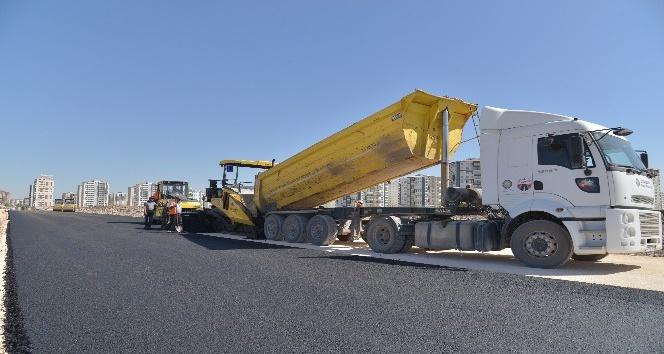 Büyükşehir Belediyesi, yolları asfaltlamaya devam ediyor