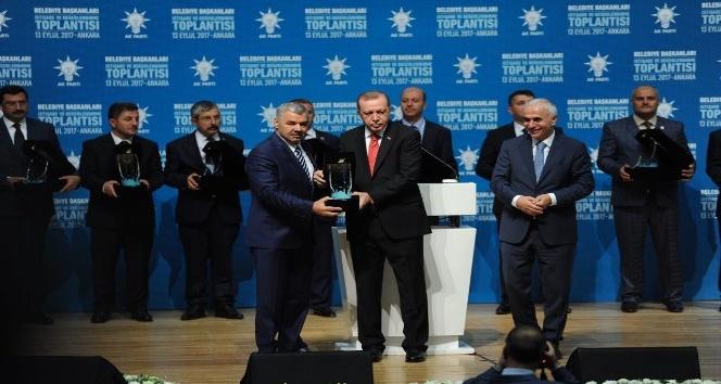 Cumhurbaşkanı Erdoğan'dan, Başkan Çelik'e ödül