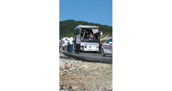 Hafriyat kamyonu ile otobüs çarpıştı: 5 yaralı