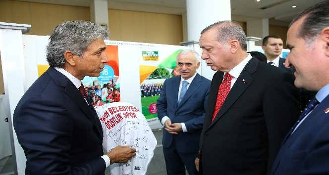 Fatih Belediyesine Cumhurbaşkanı Erdoğan'dan ödül