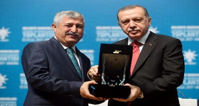 Cumhurbaşkanı Recep Tayyip Erdoğan, Yeşilyurt Belediyesini ödüllendirdi
