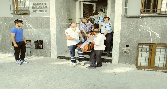 (Özel haber) İtfaiye ekipleri kolu kırılarak evinde mahsur kalan kadını kurtardı