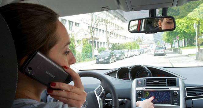Araç kullanırken telefonla konuşanların yaptıkları kazalar, alkollü araç kullananları geçti