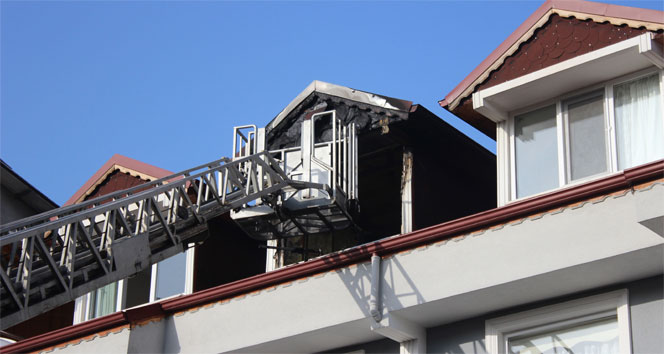 Kocaelide dubleks evin çatı katı yandı