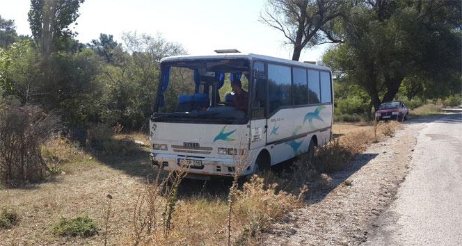 Çanakkalede minibüs devrildi: 12 yaralı