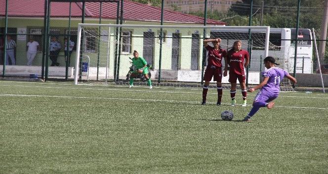 Genç kızlar final için mücadele ediyor