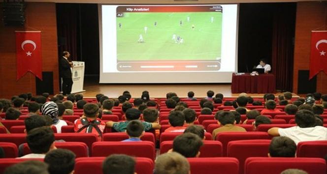 Amatör kulüp oyuncularına yeni kurallar semineri