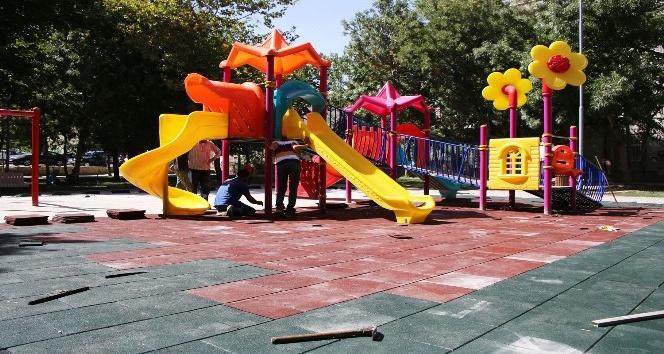 Karaman'da çocukların oyun alanları daha güvenli hale getiriliyor