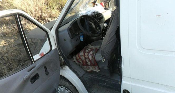 Geyiğe çarpan sürücü ölümden döndü