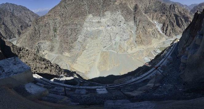 Türkiye'nin en yüksek barajında 4 milyon metreküp beton kullanılacak