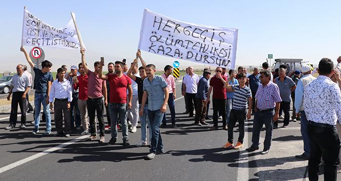 Aksarayda köy halkı karayolunu trafiğe kapattı