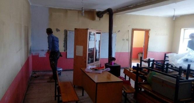 Çaldıran Belediyesi 89 okulu onardı