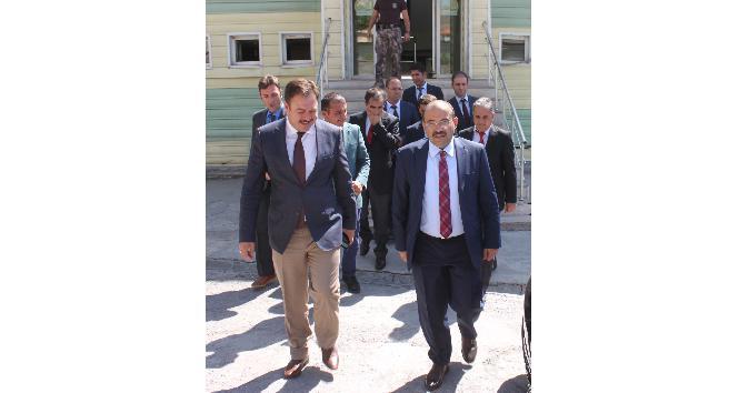 Vali Ustaoğlu'ndan Müdür Asak'a ziyaret