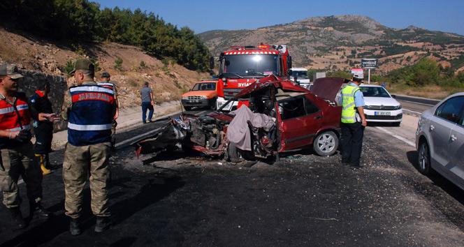 Tokatta otomobil ile hafif ticari araç çarpıştı: 1 ölü, 7 yaralı