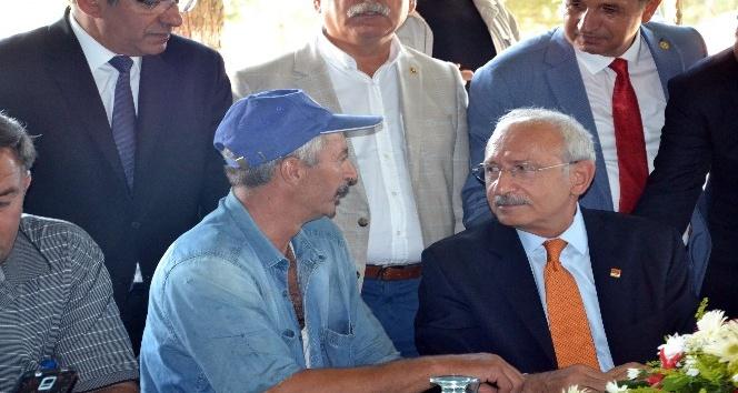 Kılıçdaroğlu, Balıkesir'de vatandaşlarla bir araya geldi