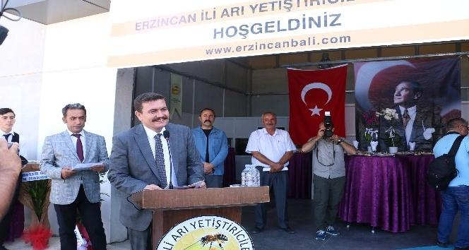 Erzincan'da Balmumu ve Arı Keki Tesisi törenle açıldı