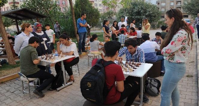 Mardinli çocuklar satranç için sokağa indi