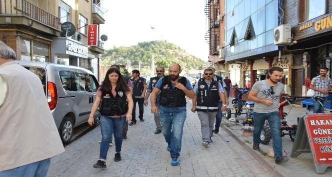 Narkotik ekiplerinden sokak uygulaması