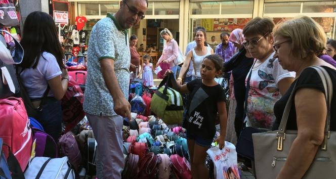 Aileleri ve çocukları okul alışverişi telaşı sardı