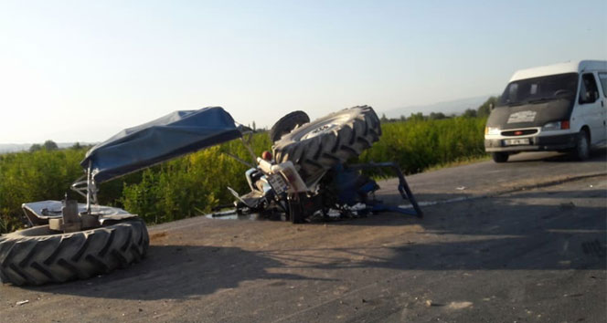 Tur otobüsü ile traktör çarpıştı: 2 yaralı