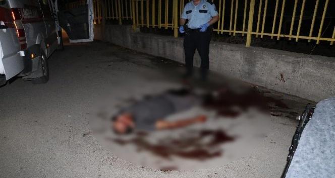 Sokak ortasında bıçaklı kavga: 1 ağır yaralı