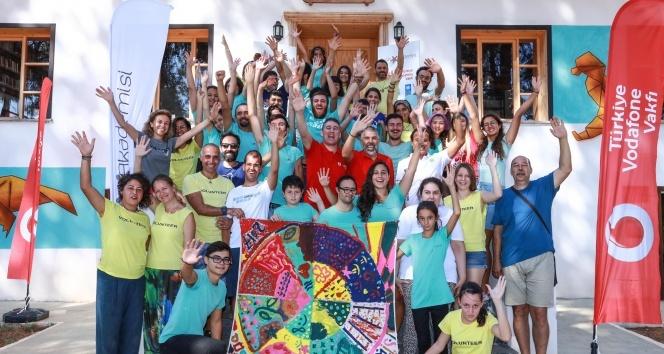 19 bin gönüllü genç engelleri kaldırıyor