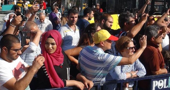 (Özel haber) 'Emniyet Mehter Takımı' Taksim Meydanı'nda konser verdi