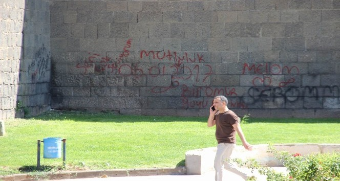 Tarihi surlar yazı tahtasına döndü