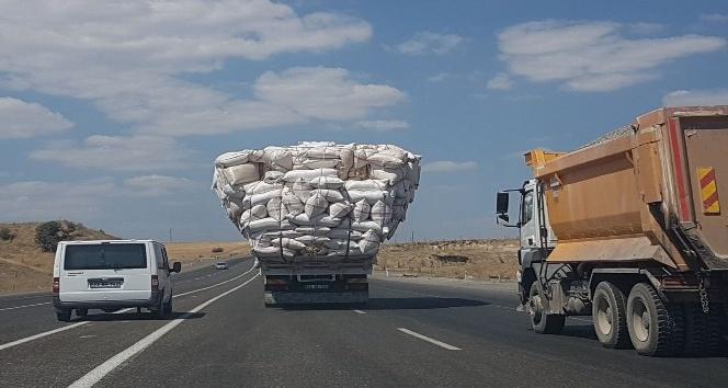 Saman yüklü kamyonlara dikkat